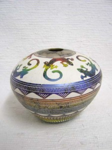 Navajo Fine Etched Horsehair Seed Pot