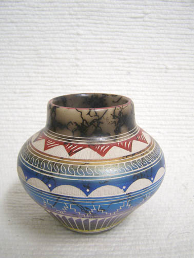 Native American Navajo Fine Etched Horsehair Small Pot