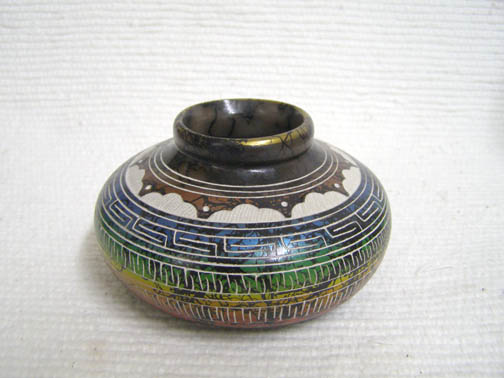 Native American Navajo Fine Etched Horsehair Small Flat Pot