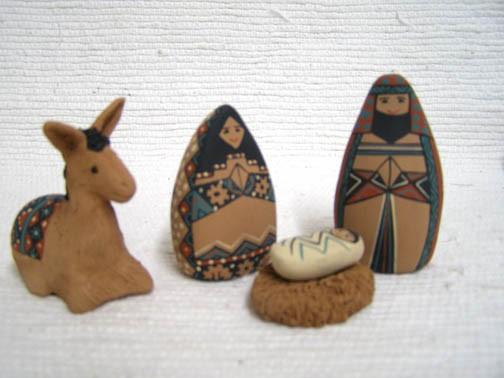 Mata Ortiz Handbuilt and Handpainted 18-Piece Nativity